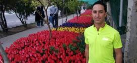 یک پزشک عمومی و خیابانی با ۳۰ هزار گل لاله در تهران